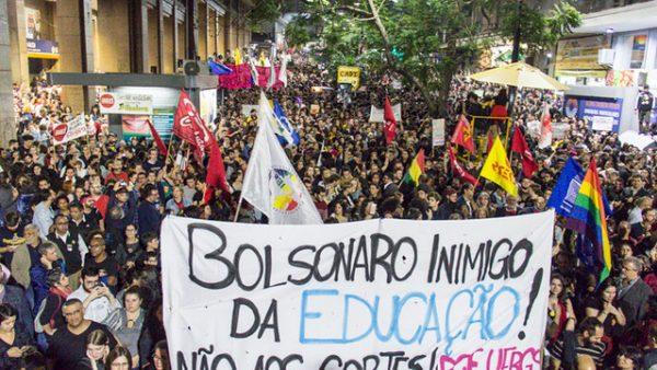 Bolsonaro promoveu seis meses de ataques contra a Educação