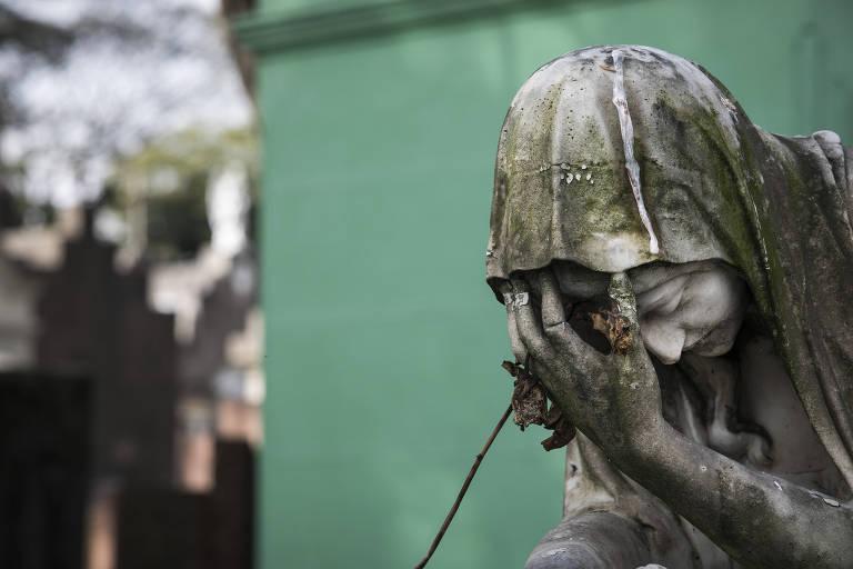 O último investimento no serviço funerário foi em 2011, nos últimos 8 anos a prefeitura não investiu nem um centavo no setor. Foto: Eduardo Knapp.