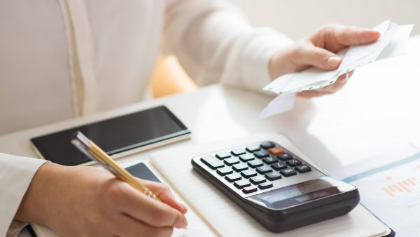 PL 261/2020 | Suspende desconto em folha de pagamento dos servidores públicos referente a empréstimos