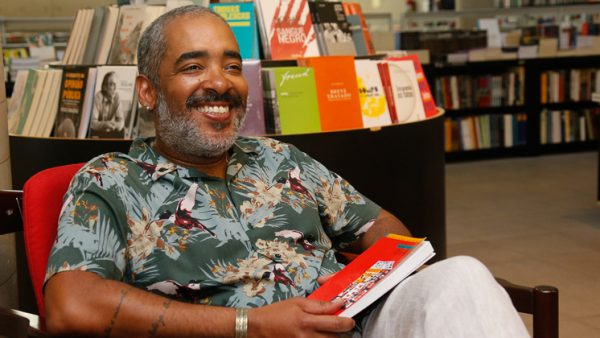 """Literatura Africana na Língua Portuguesa com o Prof° Emerson Inácio no """"Em Casa Tem Cultura"""""""