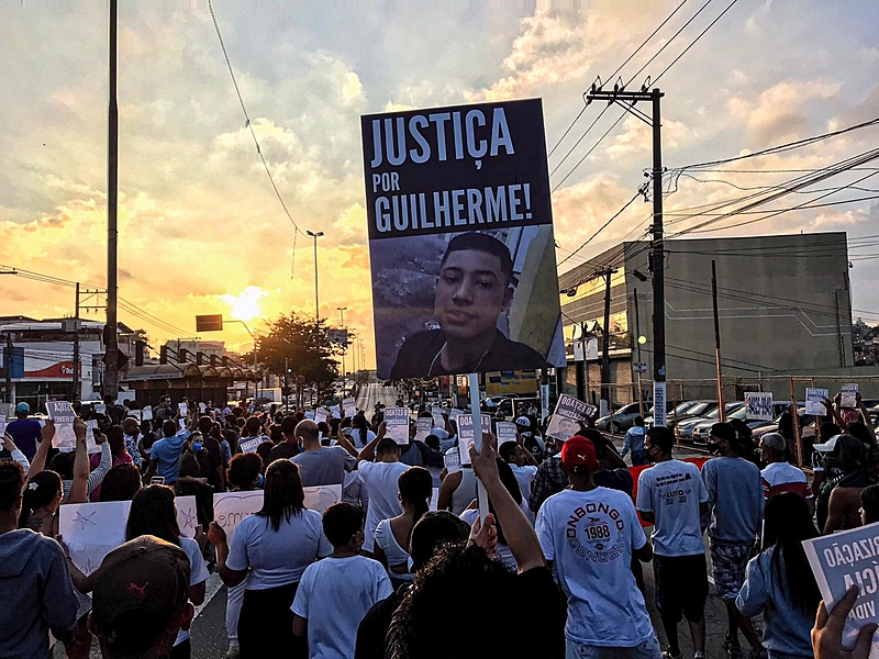Após noite de tensão na comunidade de Vila Clara, na zona sul, moradores voltaram às ruas para protestar contra morte violenta do jovem de 15 anos - Igor Carvalho/Brasil de Fato
