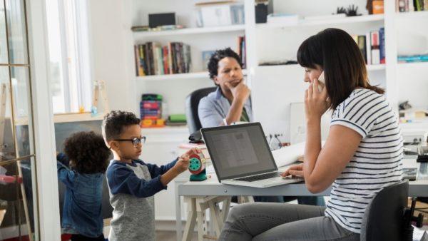 Projeto de Lei 499/2020 | Garante trabalho remoto a servidores com filho em idade escolar