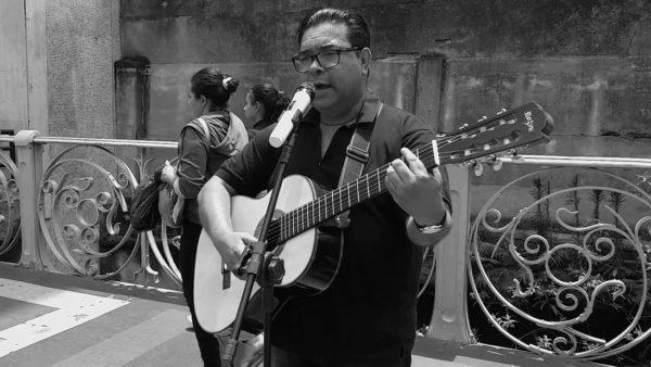 """""""Em Casa Tem Cultura"""" apresenta: Rodrigo Flores!"""