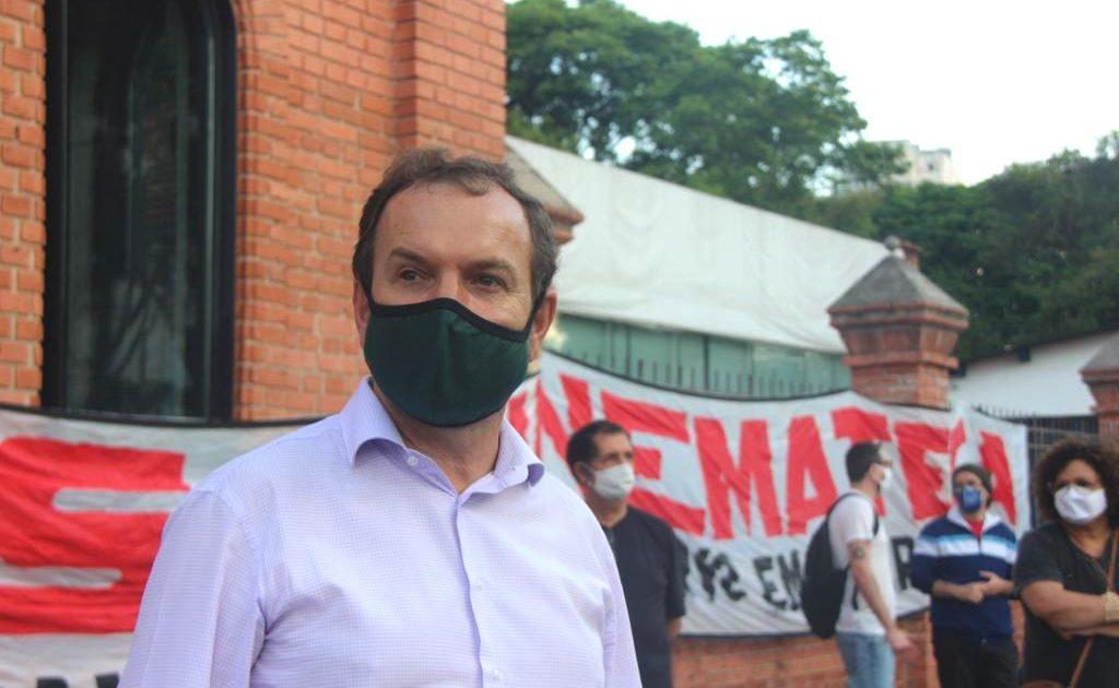 Celso Giannazi no ato em defesa da Cinemateca.