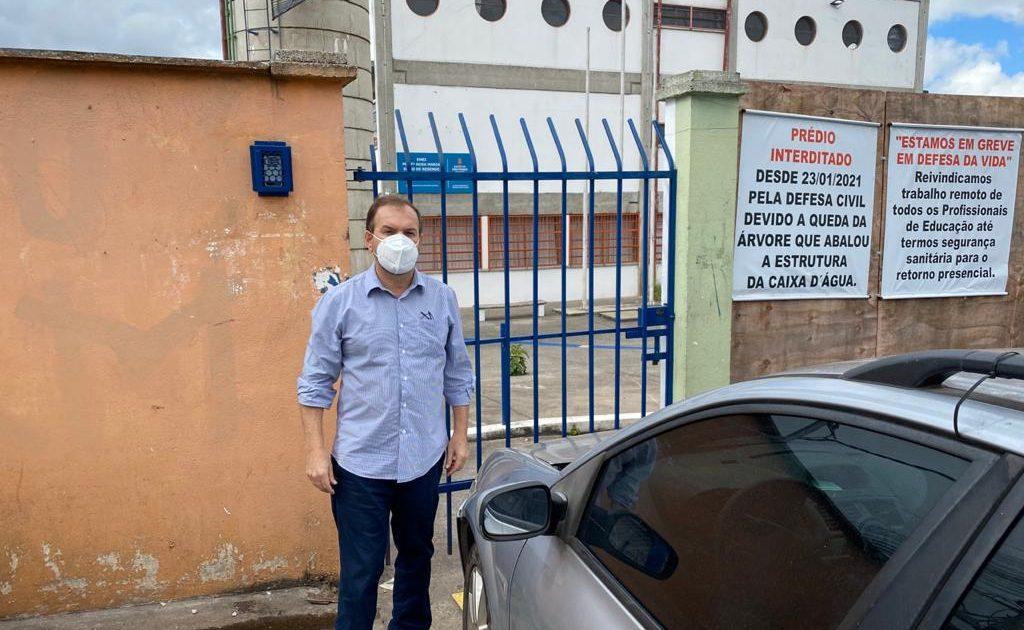 Giannazi em visita à EMEI Professora Rosa Maria Dôgo de Resende